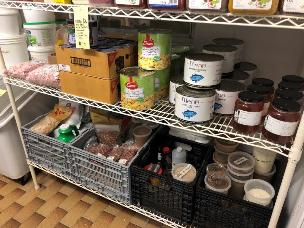 Lot 12 - Rack NSF avec lot d'aliments sur rack