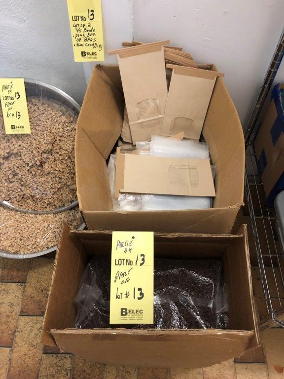Lot de (2) gros bols à mélanger et boite de sacs et graines cacao