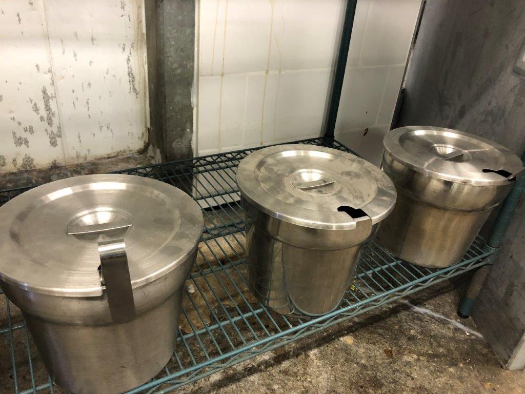 Lot 40 - Lot (5) drop In acier inox avec couvercles