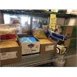 Lot d'aliments sur rack