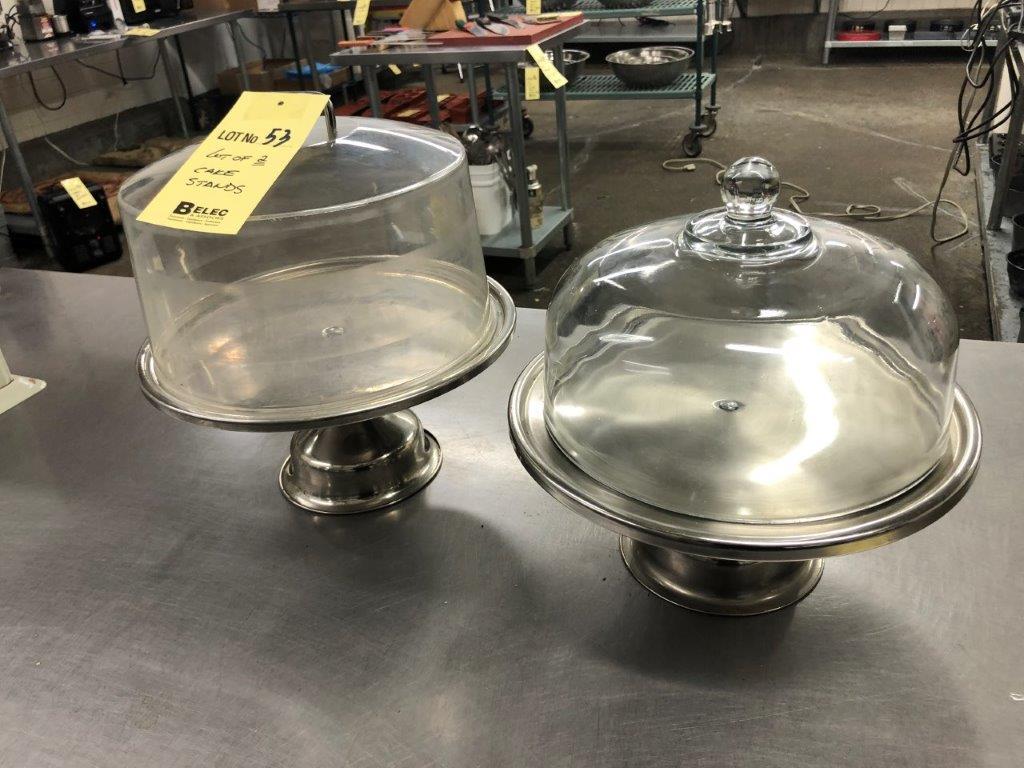 Lot 53 - Lot de (2) supports à gâteaux avec domes