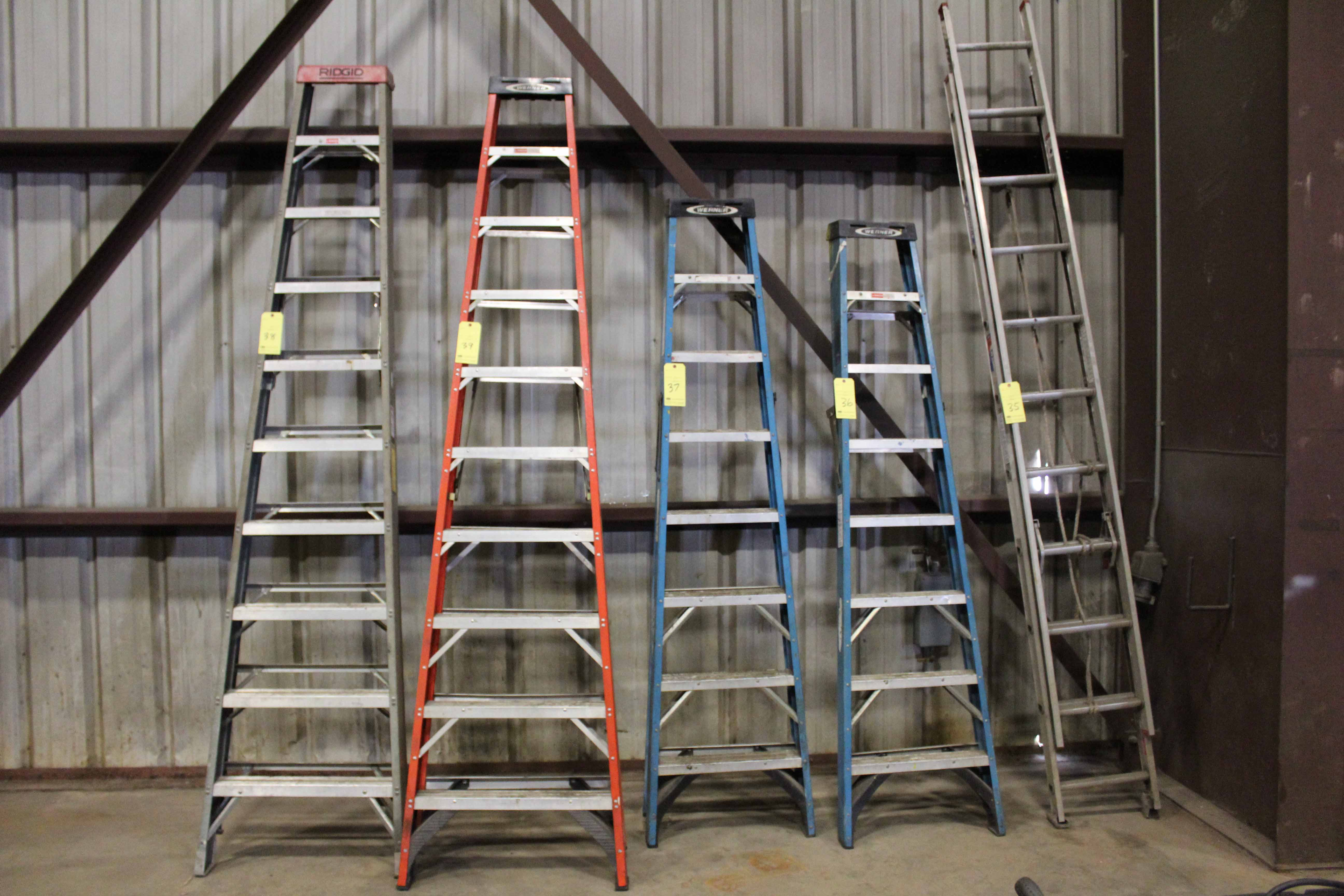 Lot 38 - STEP LADDER, WERNER 10', fiberglass