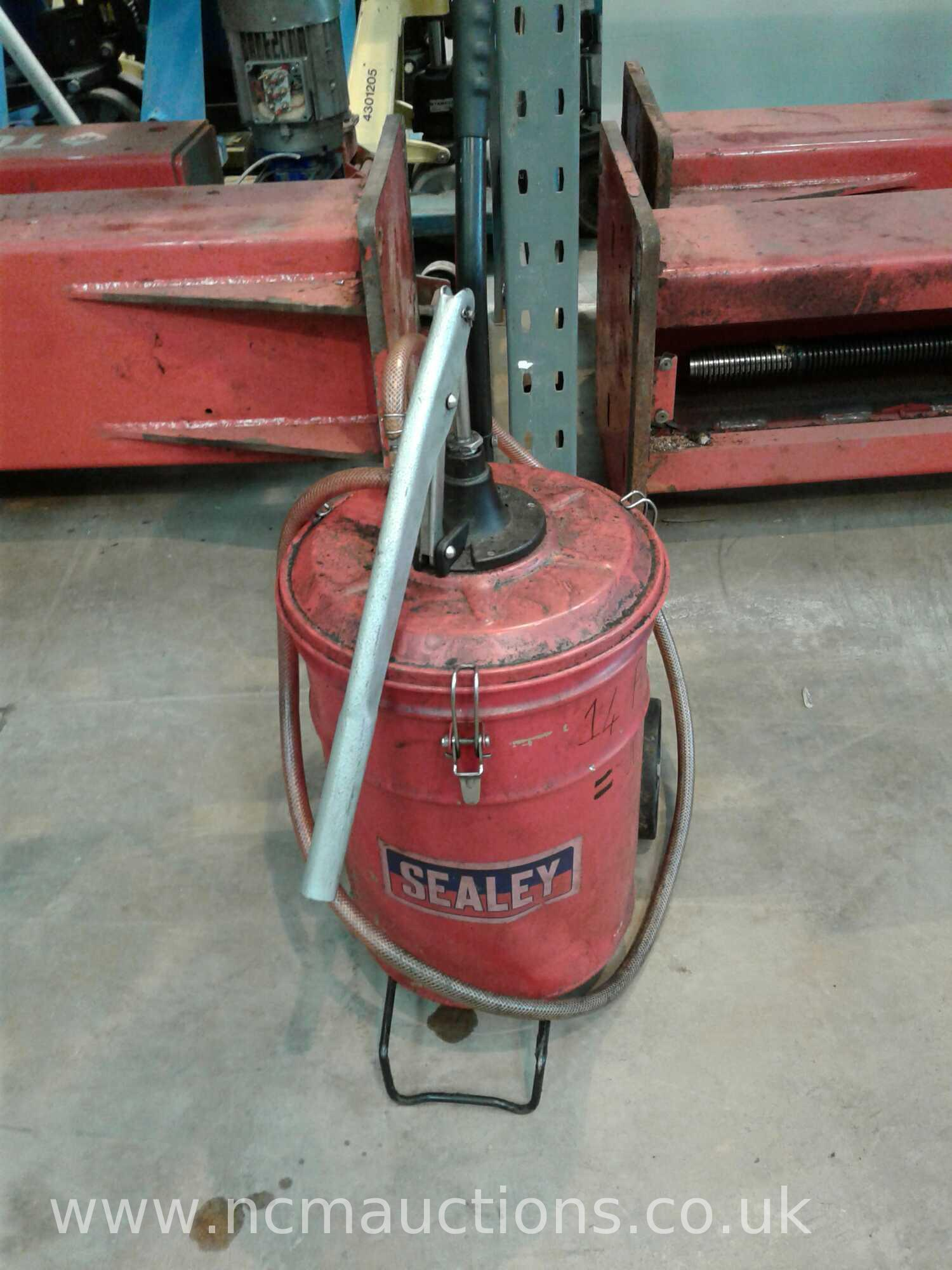 Lot 249 - Sealey fluid pump