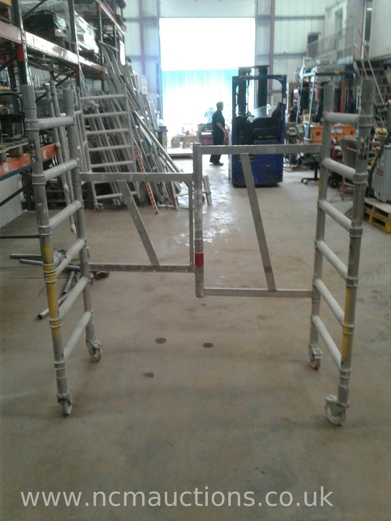 Lot 366 - 1M indoor scaffold tower