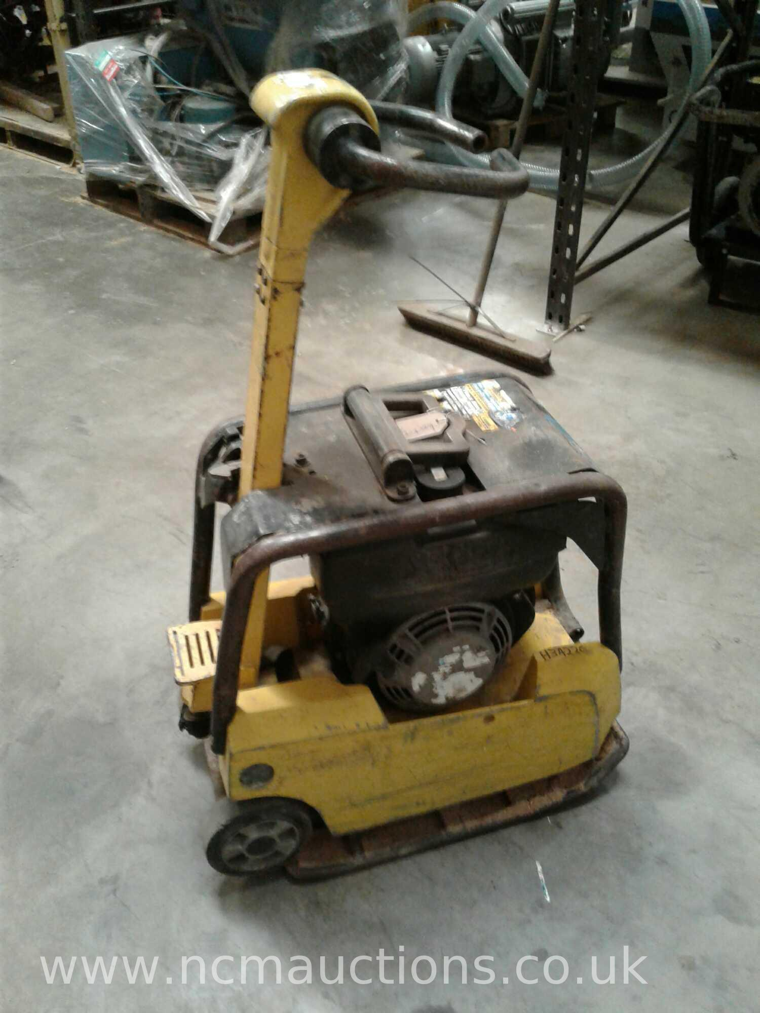Lot 126 - Wacker neuson forward / reverse compaction plate