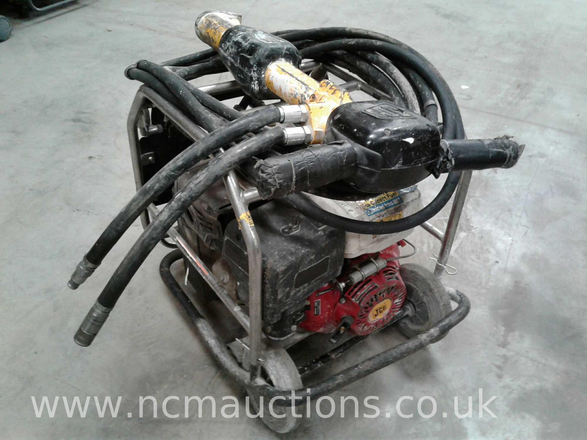 Lot 84 - JCB Beaver pack with hose and gun