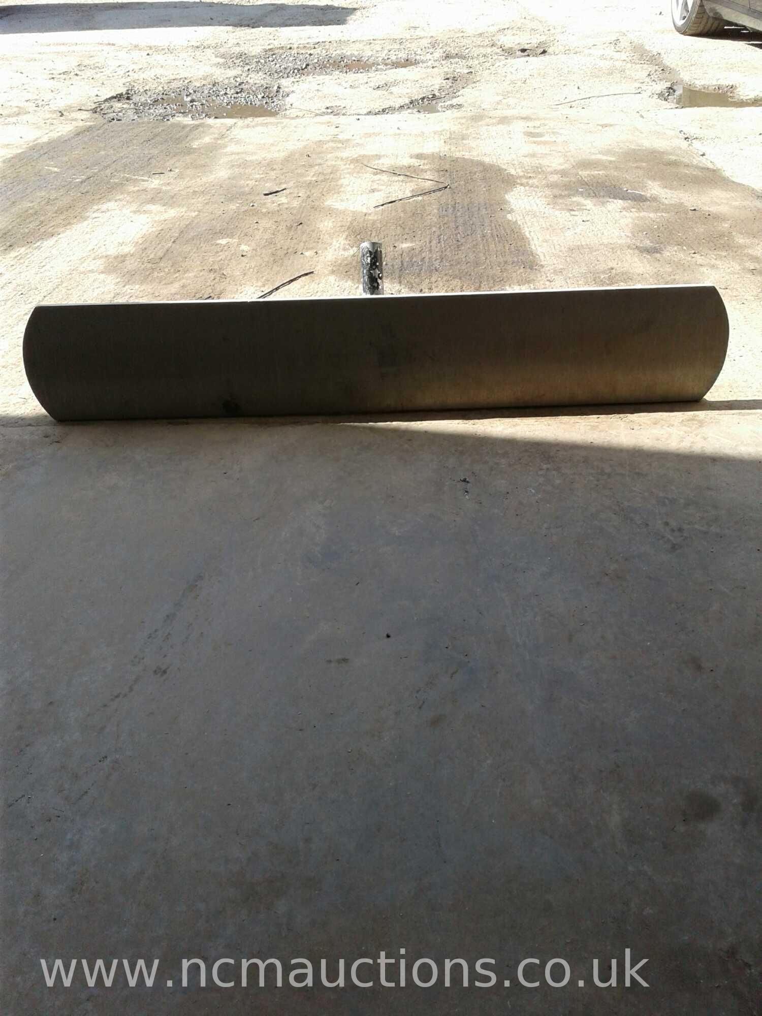 Lot 161 - Concrete float