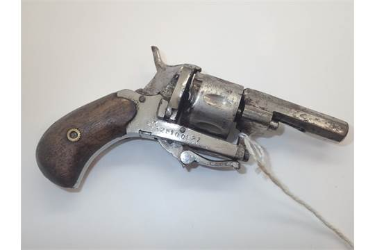 Gamblers hand pistol with folding trigger