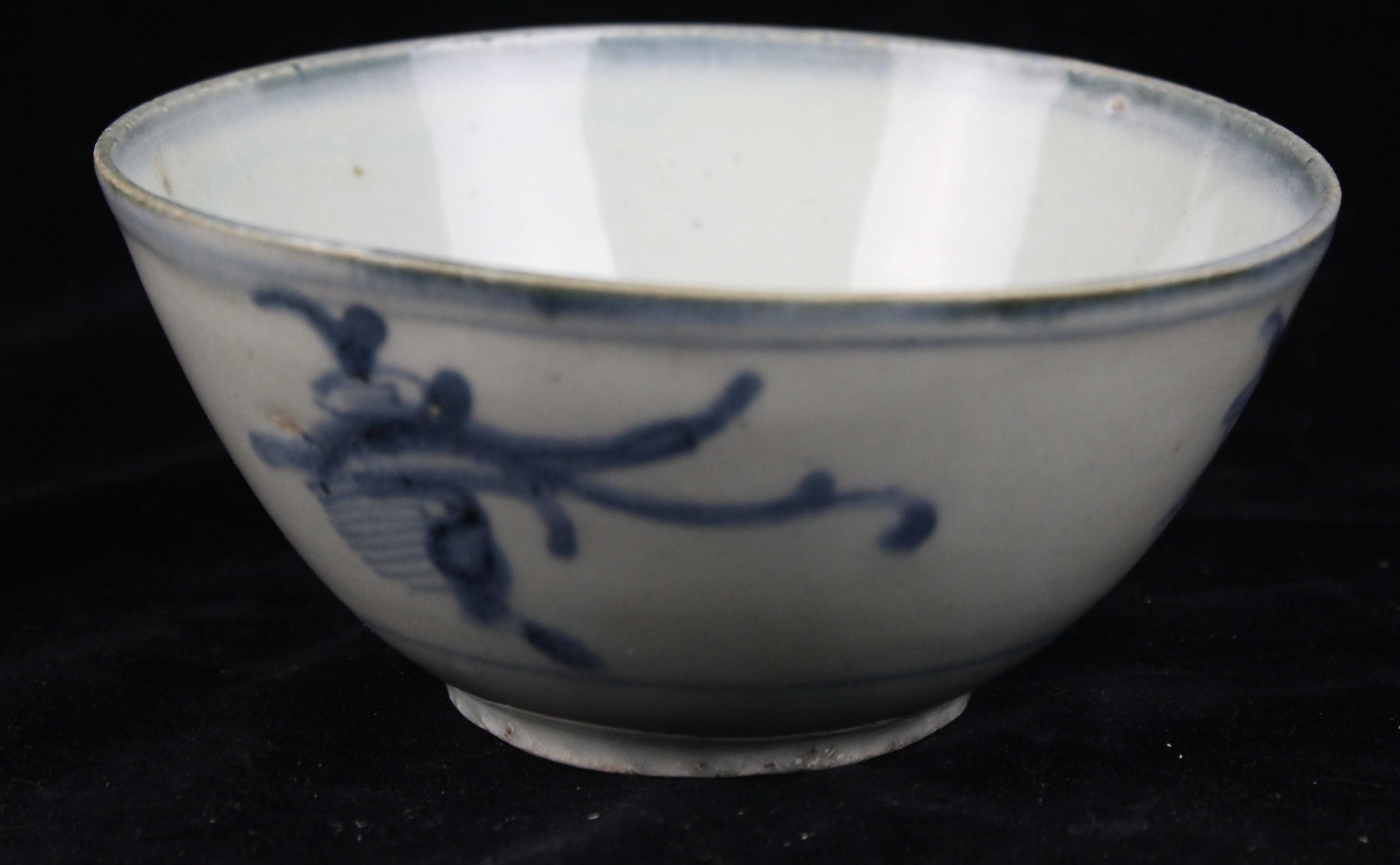 Lot 201 - Six Chinese export porcelain bowls for the Cambodian or Vietnamese market, blue and white, two