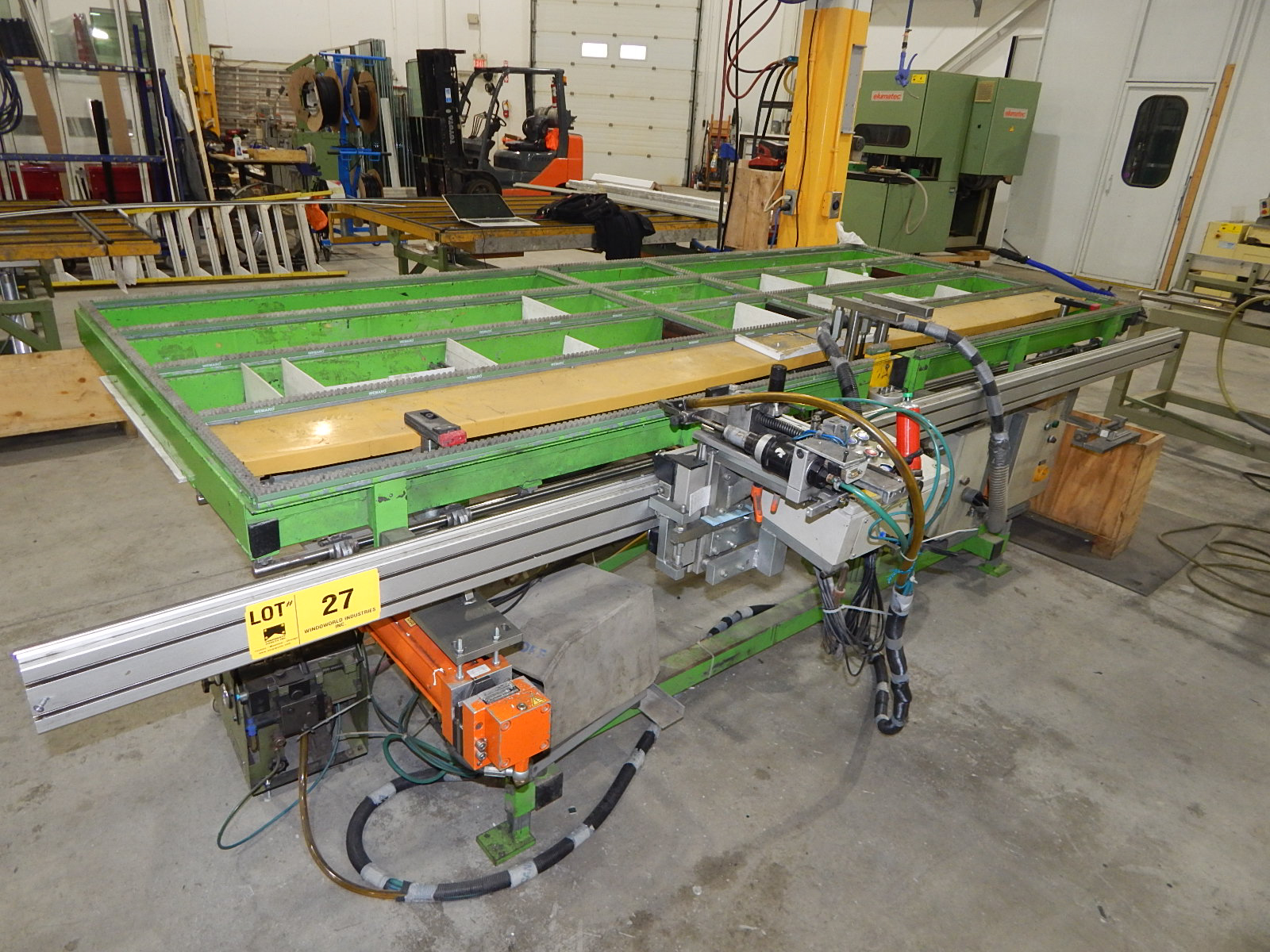 "48"" X 118"" PNEUMATIC GEARING TABLE WITH PNEUMATIC CLAMPING AND USM SCREW FEEDER S/N: N/A (CI)"