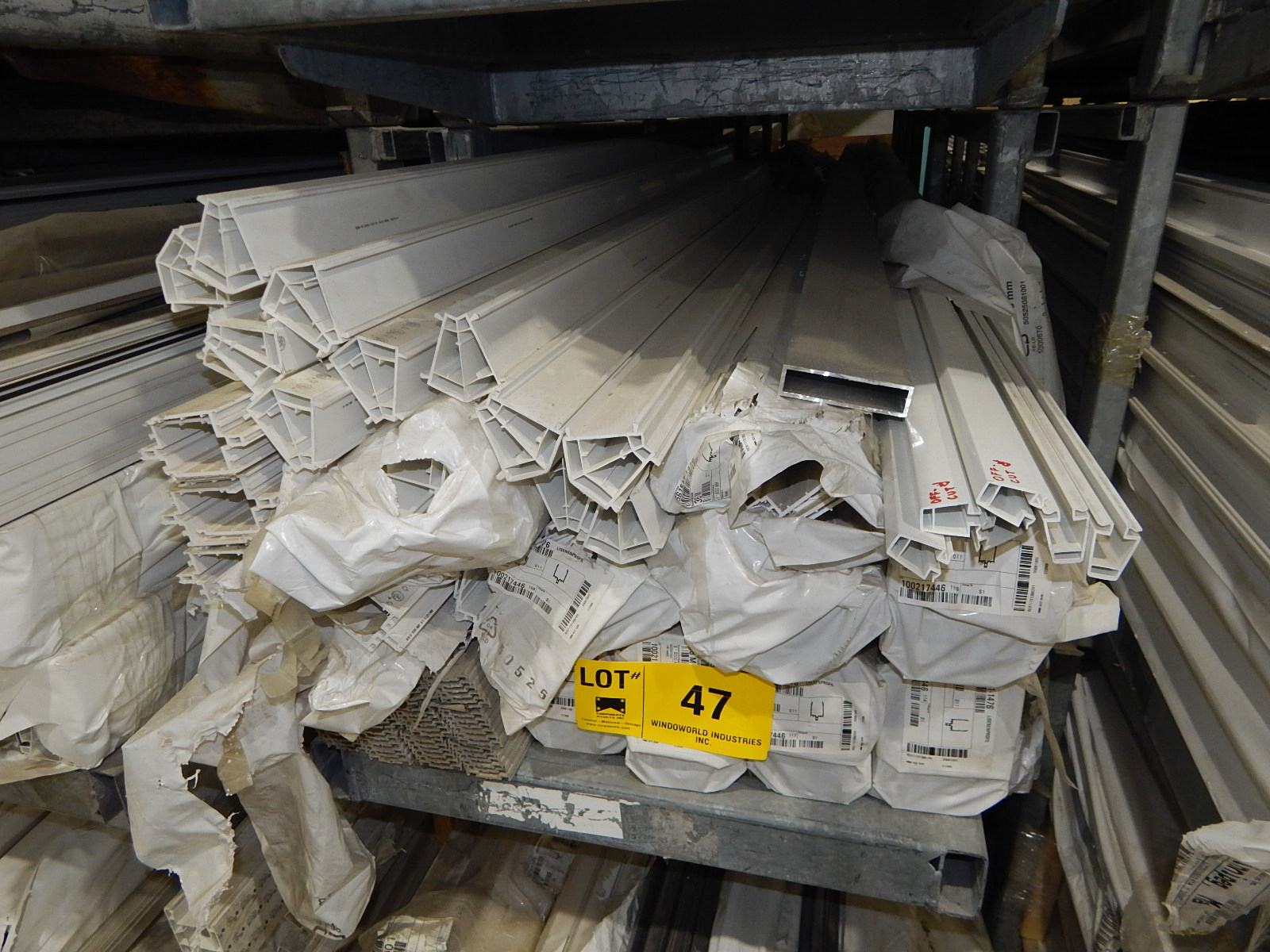 LOT/ REHAU CURTAIN WALL VARIOUS PROFILES PRESSURE PLATE AND COVER CAPS