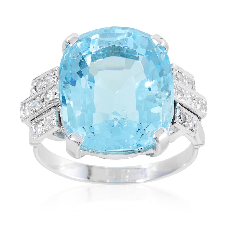 Los 42 - AN ART DECO AQUAMARINE AND DIAMOND RING in platinum or white gold, set with a cushion cut aquamarine