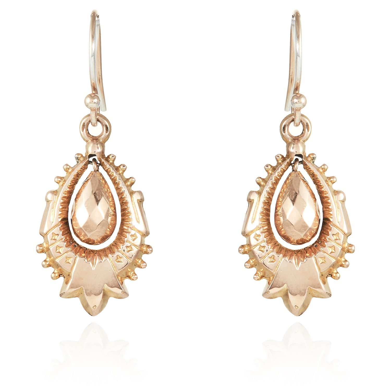 Los 38 - A PAIR OF ANTIQUE ARTICULATED DROP EARRINGS, 19TH CENTURY in yellow gold, unmarked, 3.9cm, 2.4g.