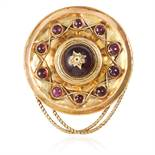 AN ANTIQUE GARNET HAIRWORK MOURNING BROOCH, 19TH CENTURY in yellow gold, cabochon garnets set