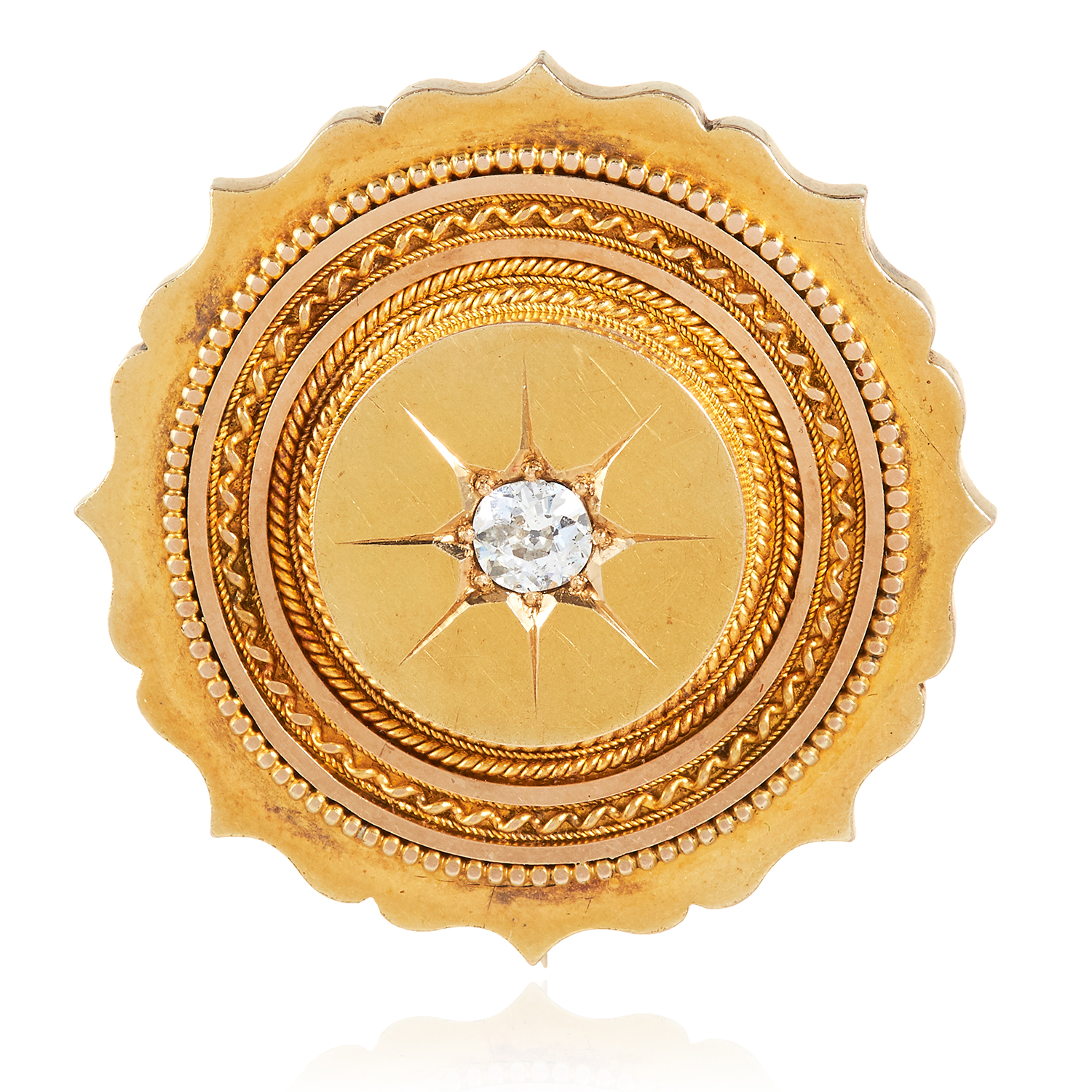Los 8 - AN ANTIQUE DIAMOND MOURNING BROOCH in high carat yellow gold, the scalloped circular body set at the