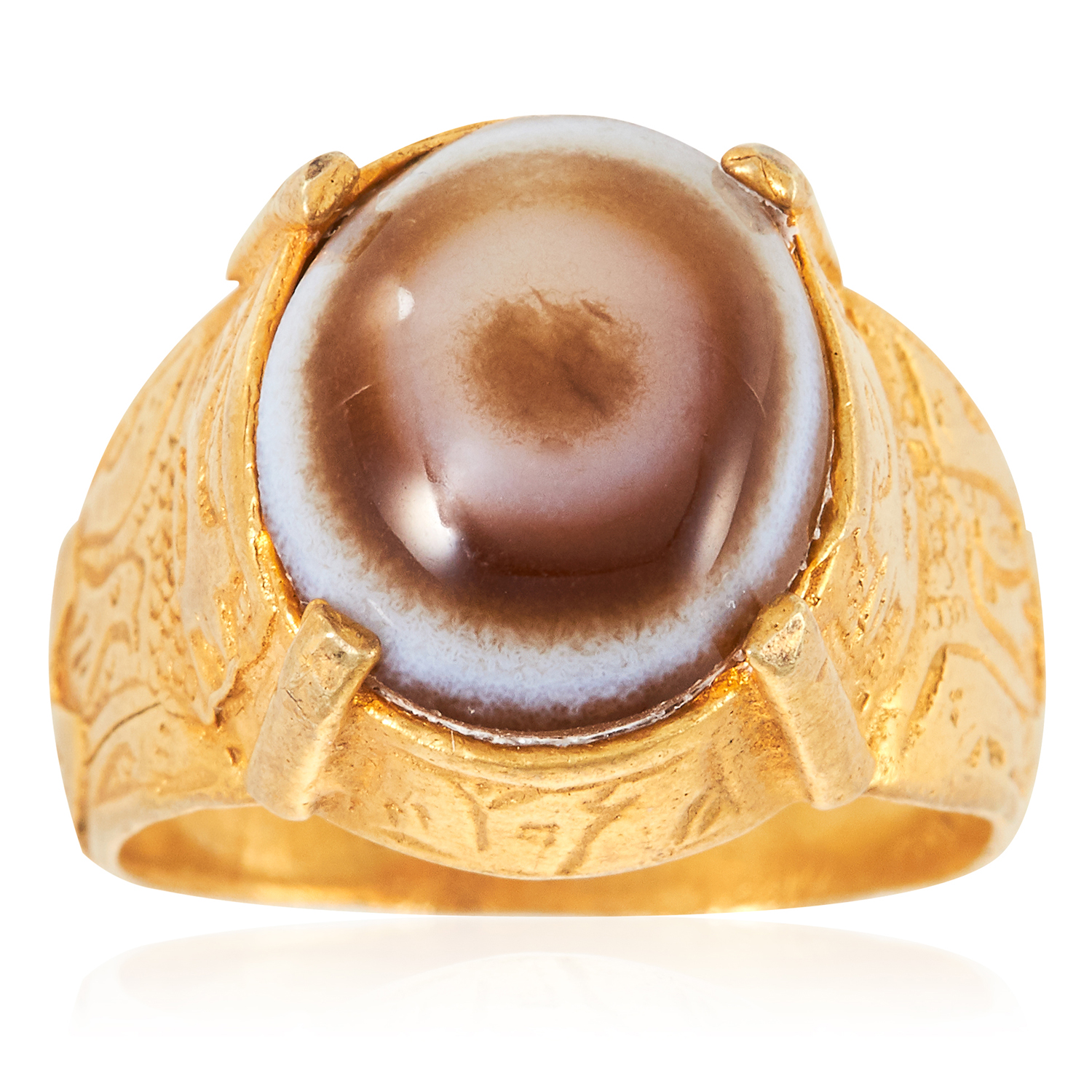 AN ANTIQUE HARDSTONE DRESS RING in high carat yellow gold, set with a cabochon hardstone in engraved