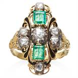 AN ANTIQUE EMERALD, DIAMOND AND ENAMEL RING in high carat yellow gold and silver, step cut