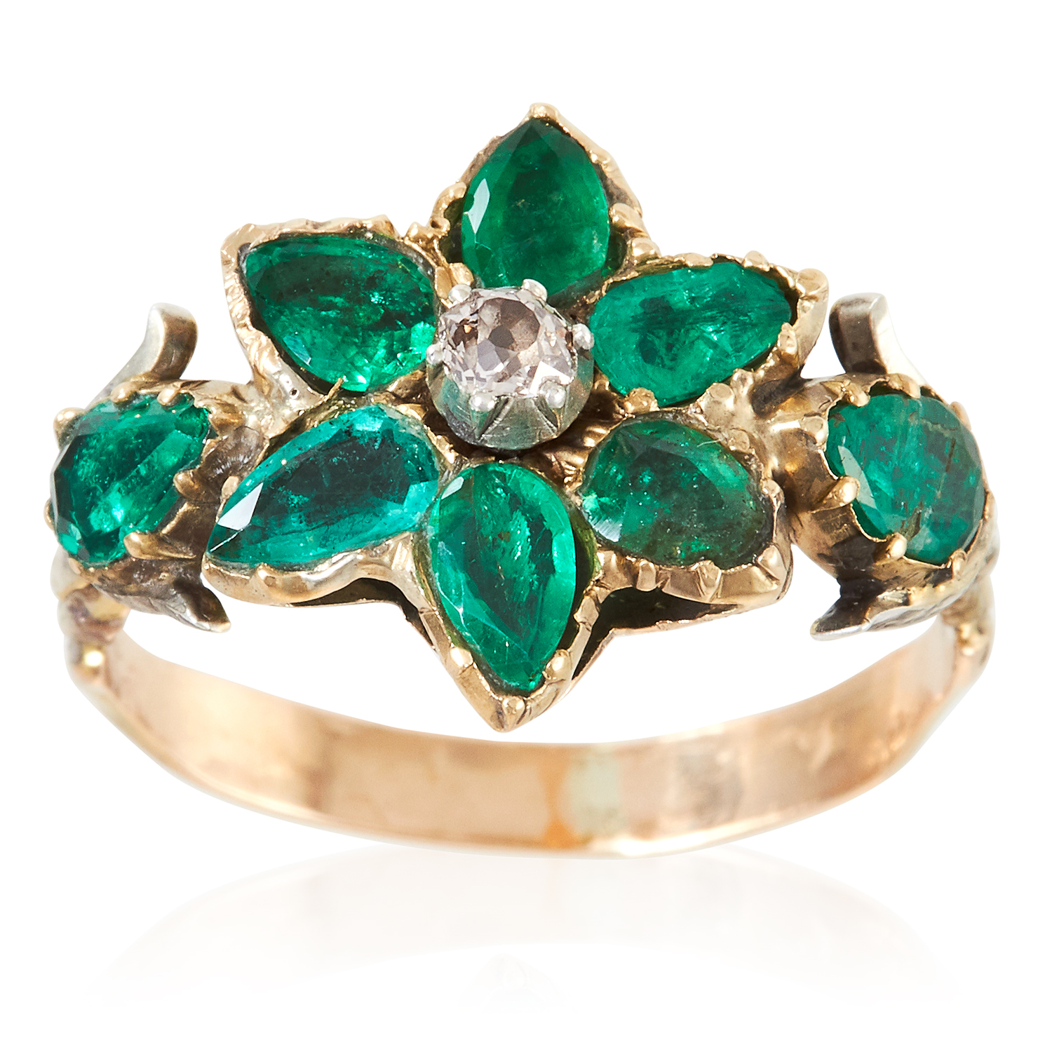 AN ANTIQUE EMERALD AND DIAMOND RING, 19TH CENTURY in high carat yellow gold, the floral motif