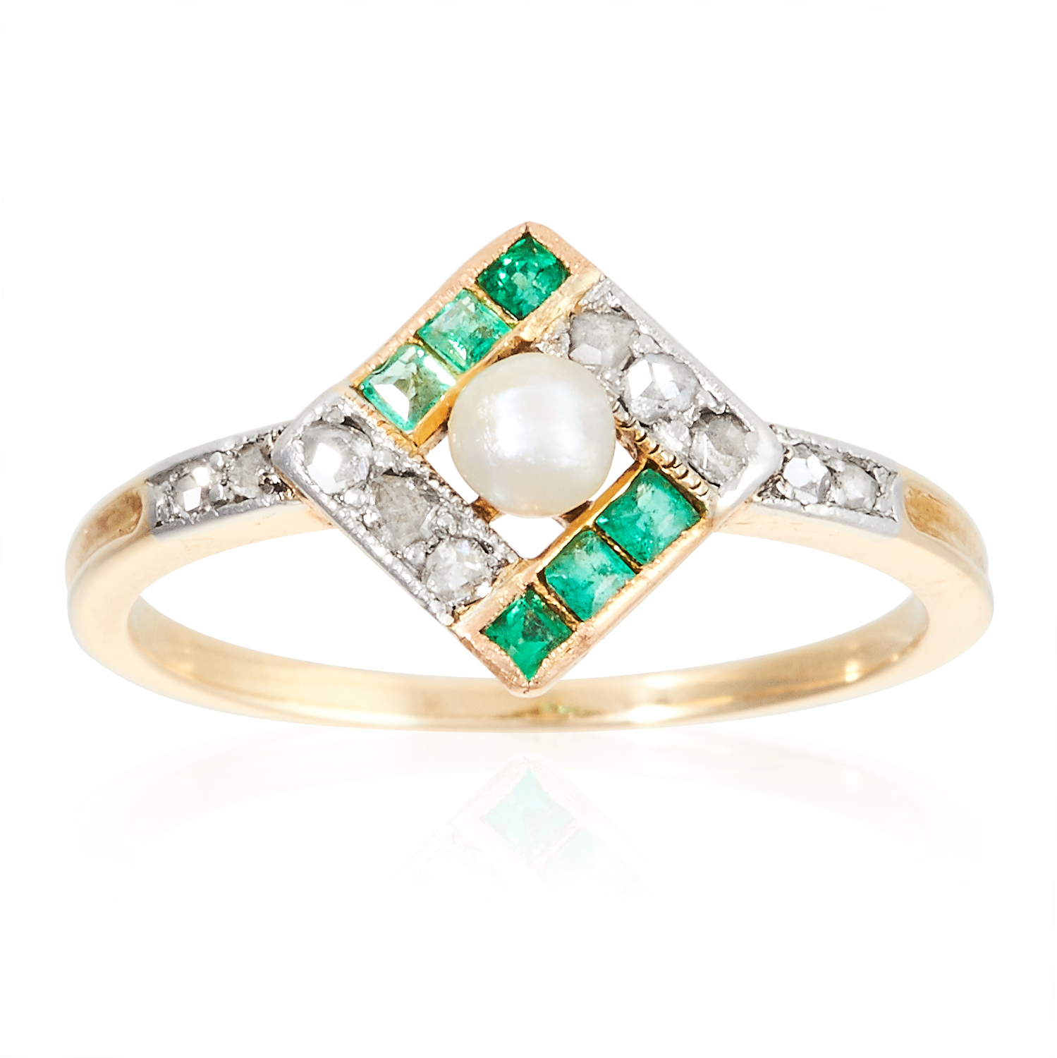 AN ART DECO PEARL, EMERALD AND DIAMOND RING in 18ct yellow gold, the central pearl within a