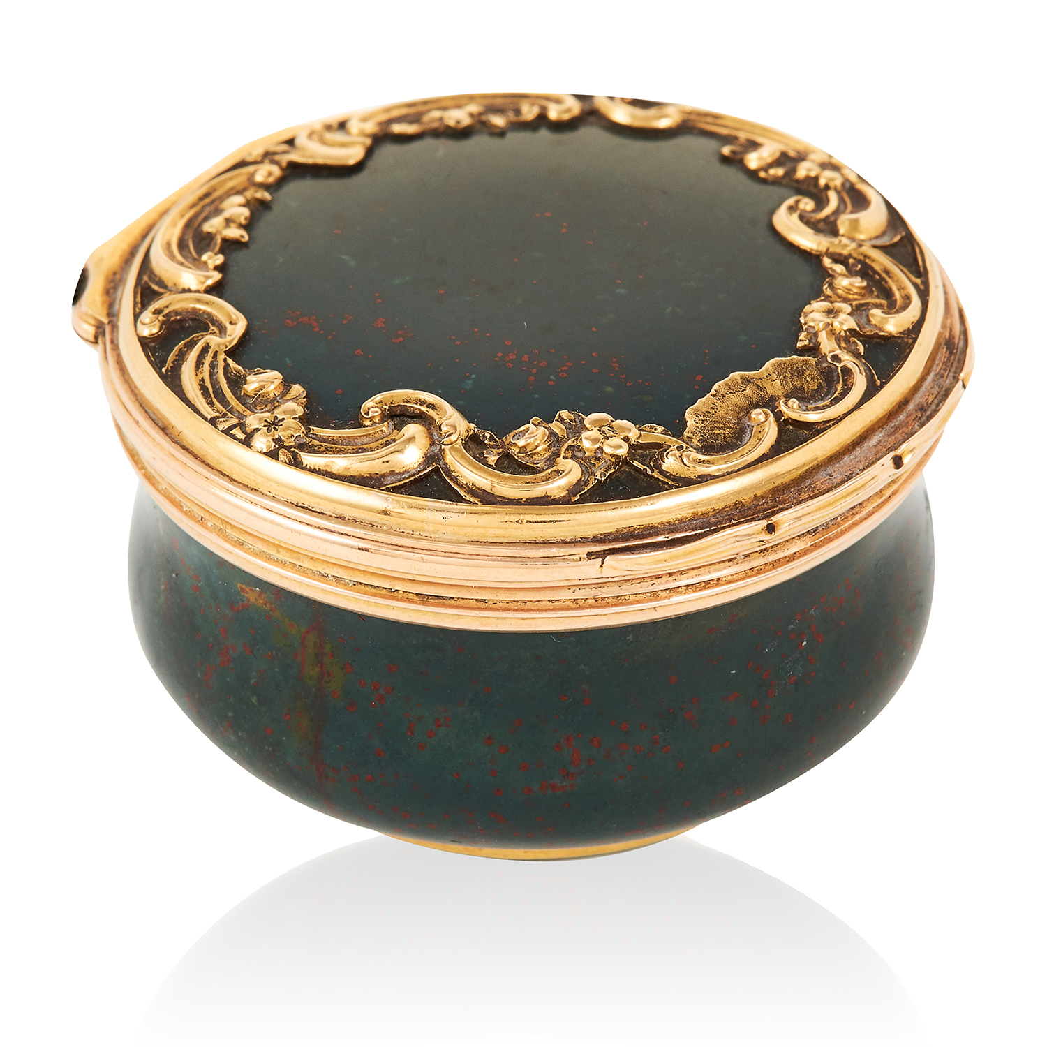 Los 383 - AN ANTIQUE AGATE SNUFF BOX, FROM 'THE DUKE OF CAMBRIDGE SALE' in high carat yellow gold, carved from