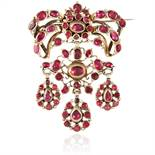 AN ANTIQUE GARNET BROOCH, SPANISH CIRCA 1900 the articulated ribbon motifs jewelled with oval, round