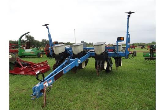 Kinze 2000 Planter 4 Row Wide W Interplant Corn Meters And Kinze
