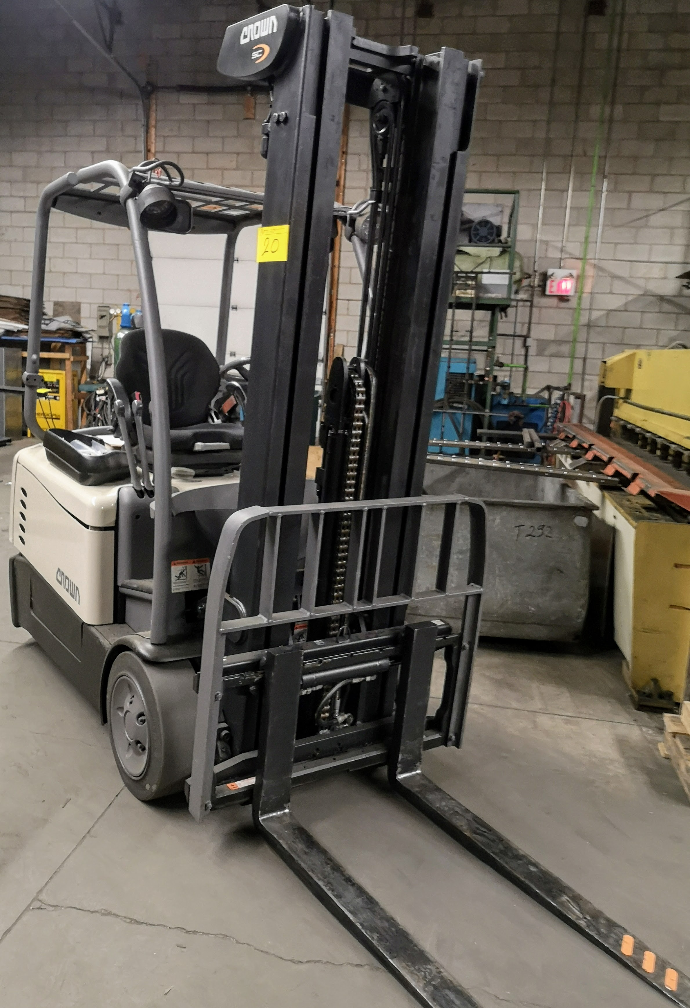 "Lot 20 - 2013 CROWN SC5245-40 3-WHEEL ELECTRIC FORKLIFT, 4,000LB CAP., 3-STAGE MAST, 208"" MAX LIFT, SIDE"