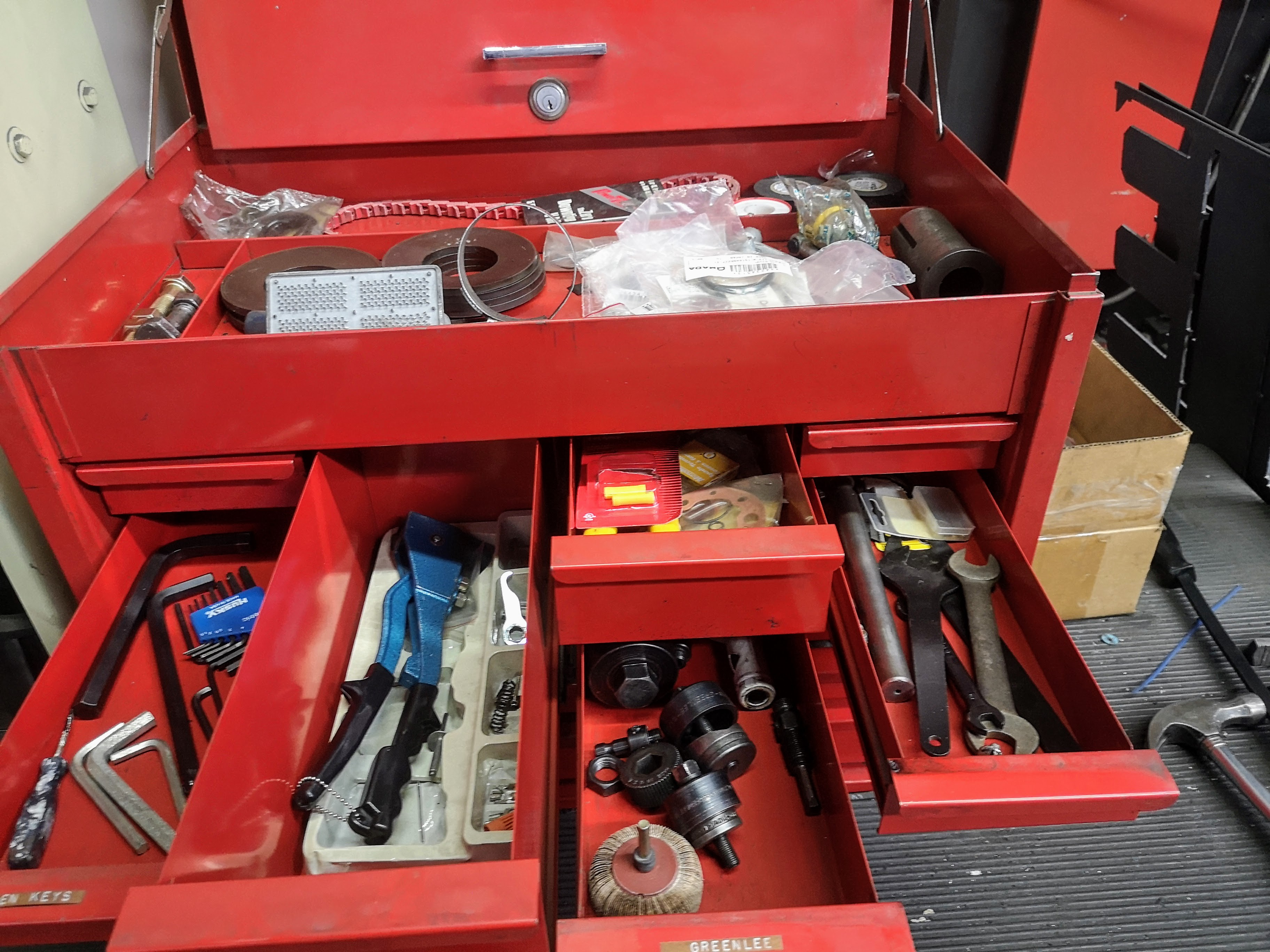 SNAP-ON 12-DRAWER TOOL CHEST W/ CONTENTS - Image 2 of 3