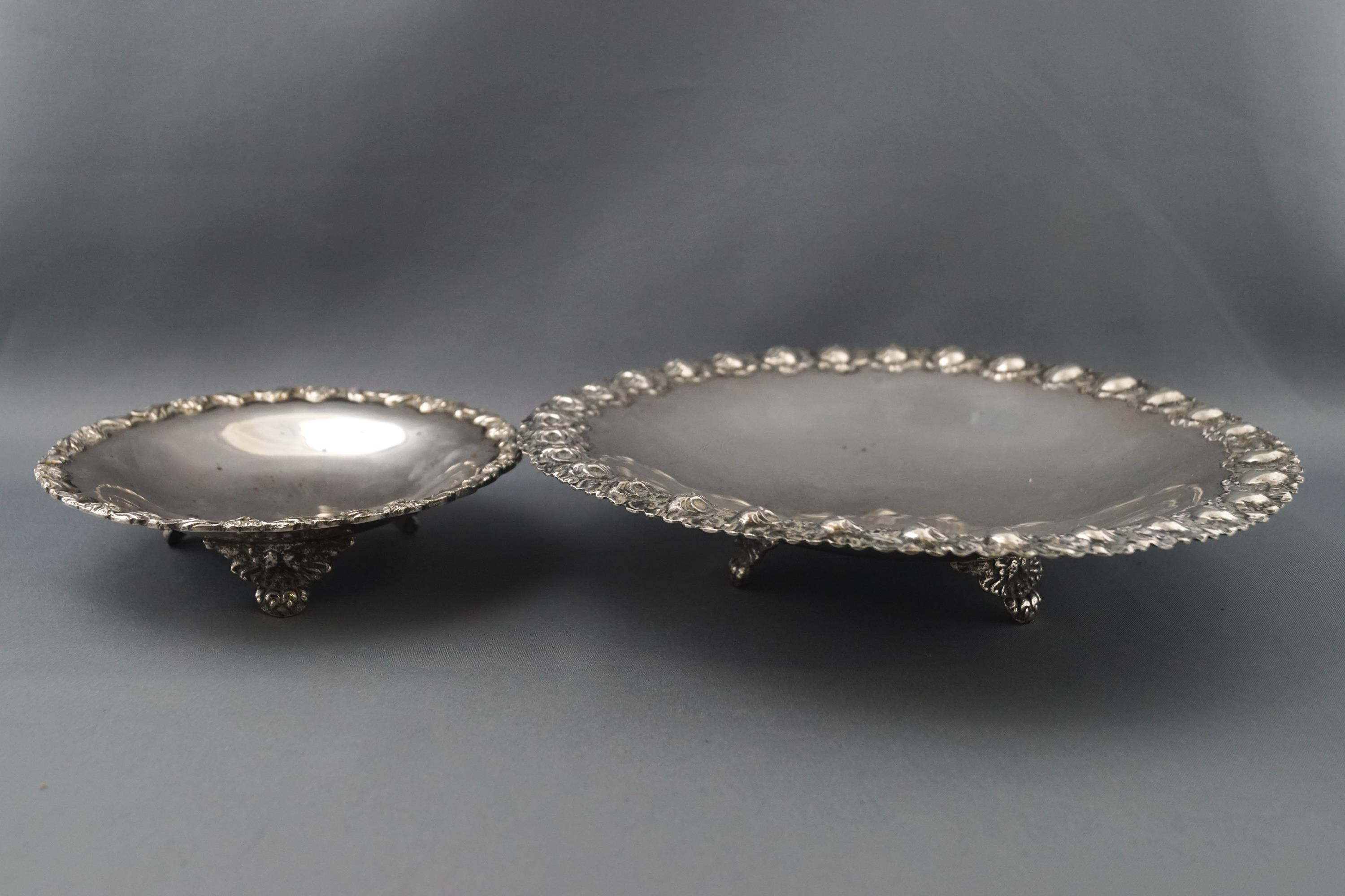 Lot 28 - Two Continental white metal dishes, each on three feet, both stamped 800, 20 and 13 cms,