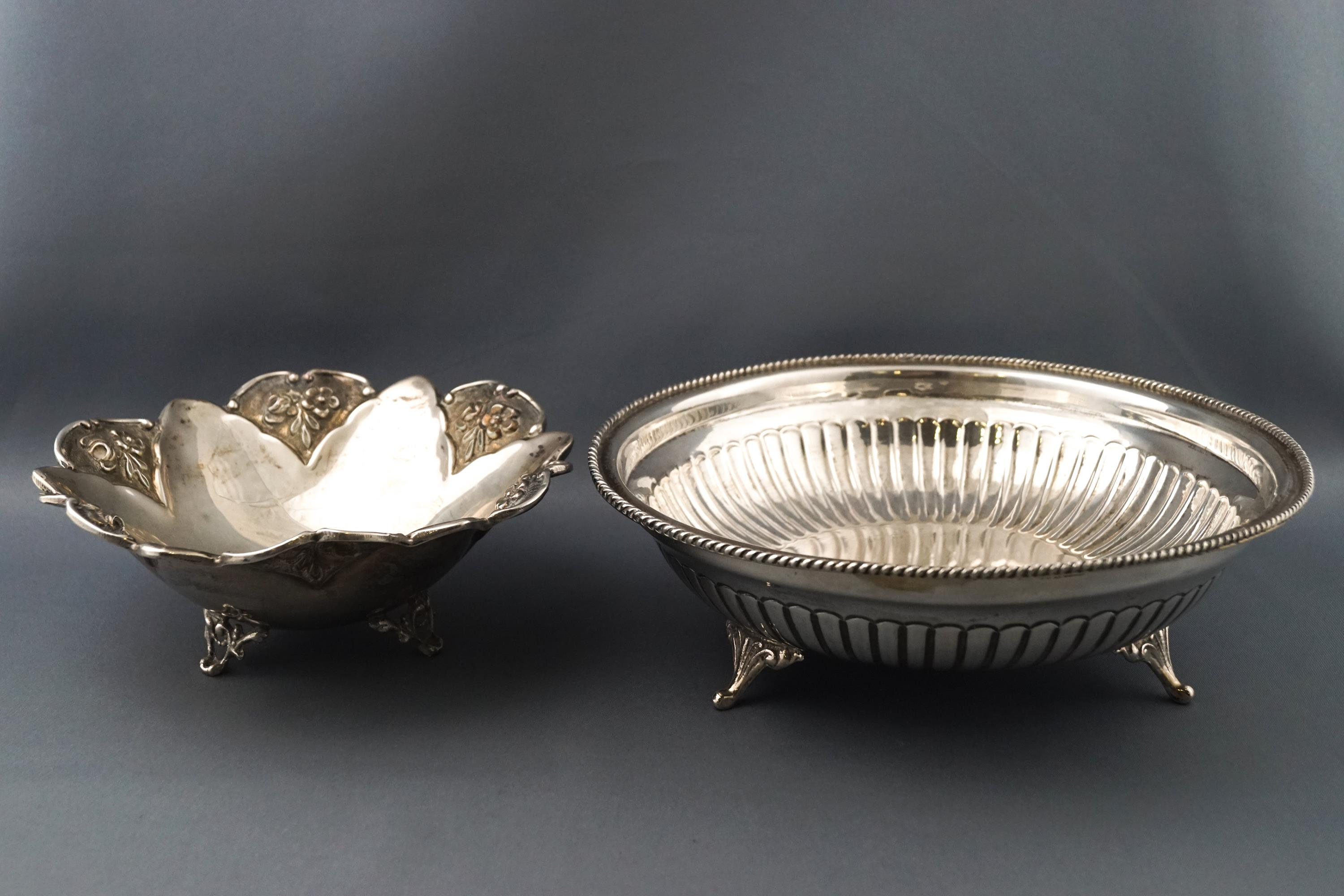 Lot 27 - A Continental white metal dish in the form of a flower, stamped 900,