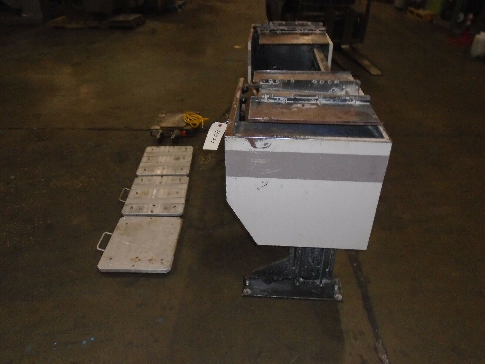 Midaco Series 20 Pallet Changer With 3 Pallets & Receiver - Image 4 of 9