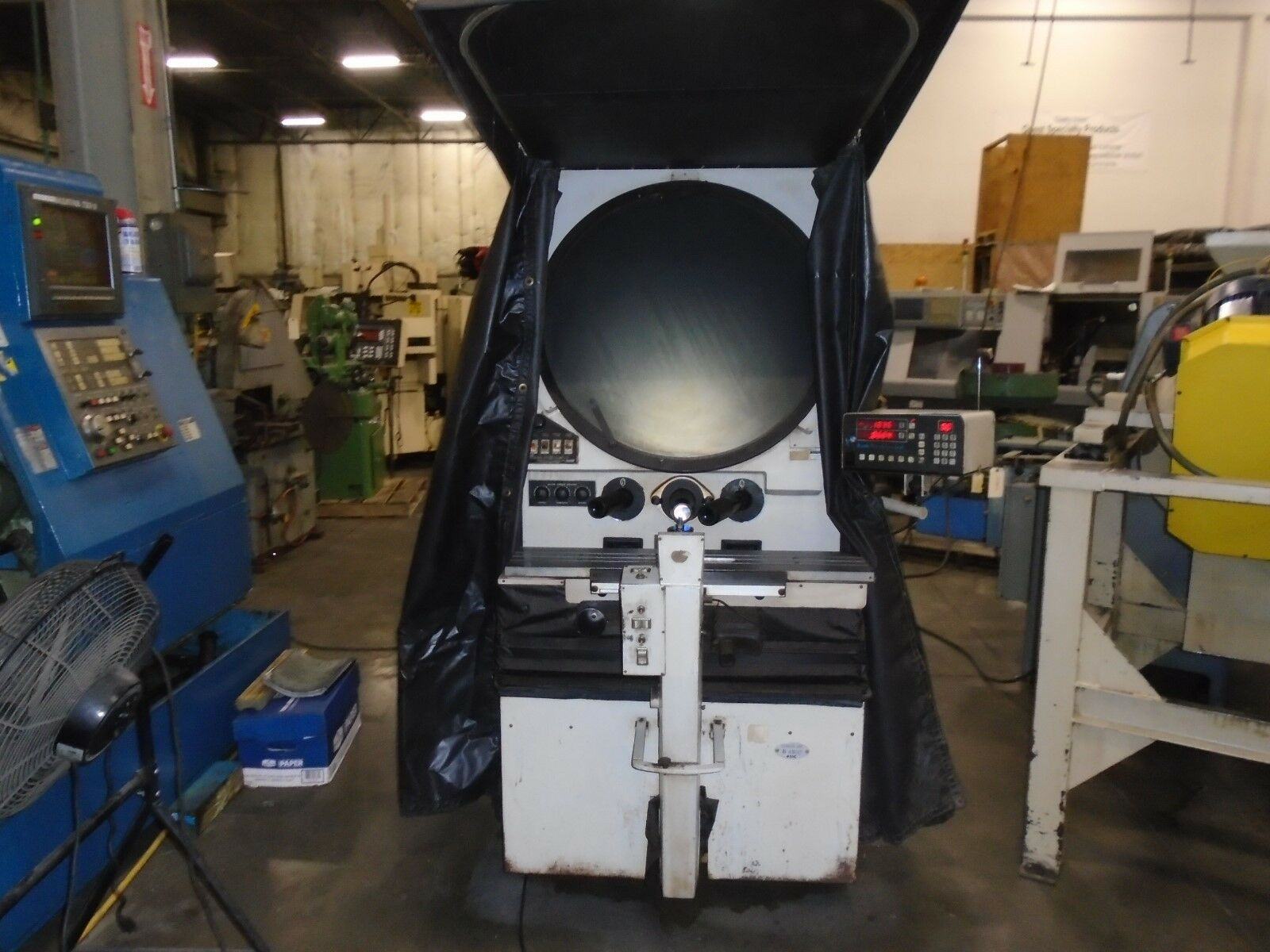 "Scherr Tumico Model 22-2500 Comparator, DRO, 30"" Screen"