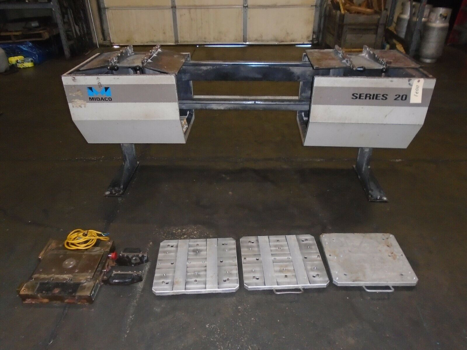 Midaco Series 20 Pallet Changer With 3 Pallets & Receiver - Image 2 of 9