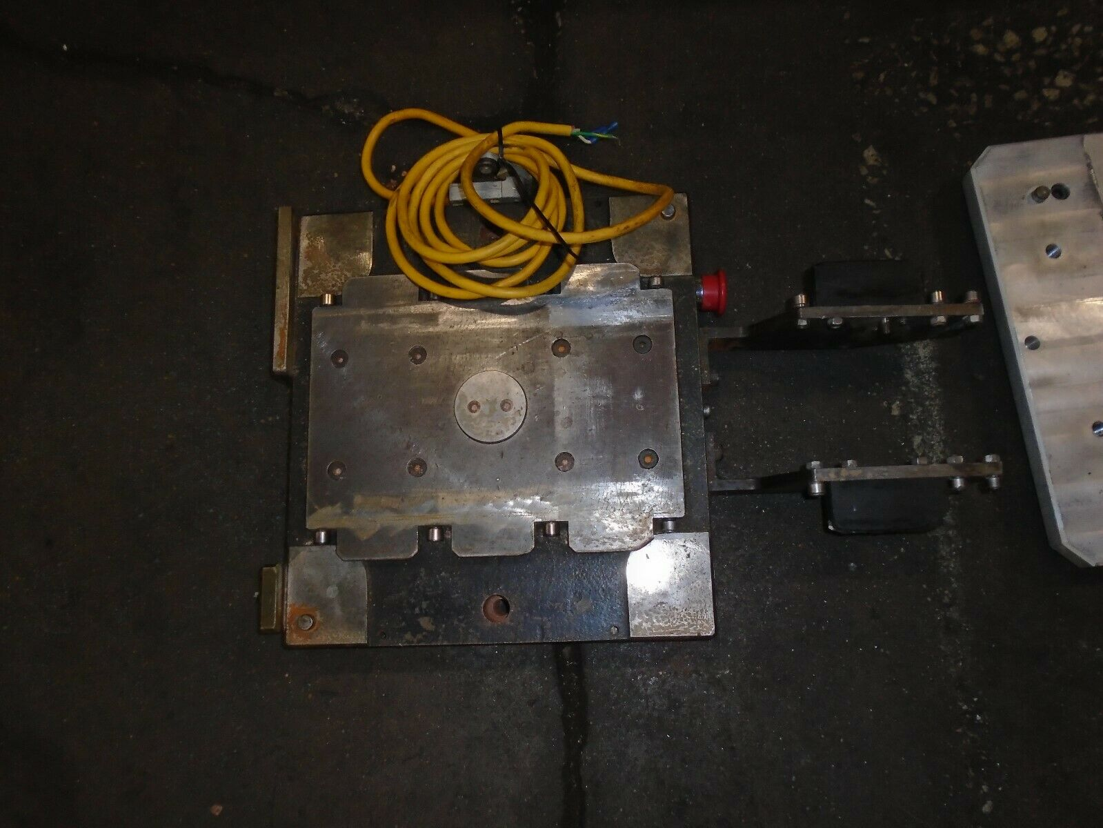 Midaco Series 20 Pallet Changer With 3 Pallets & Receiver - Image 9 of 9