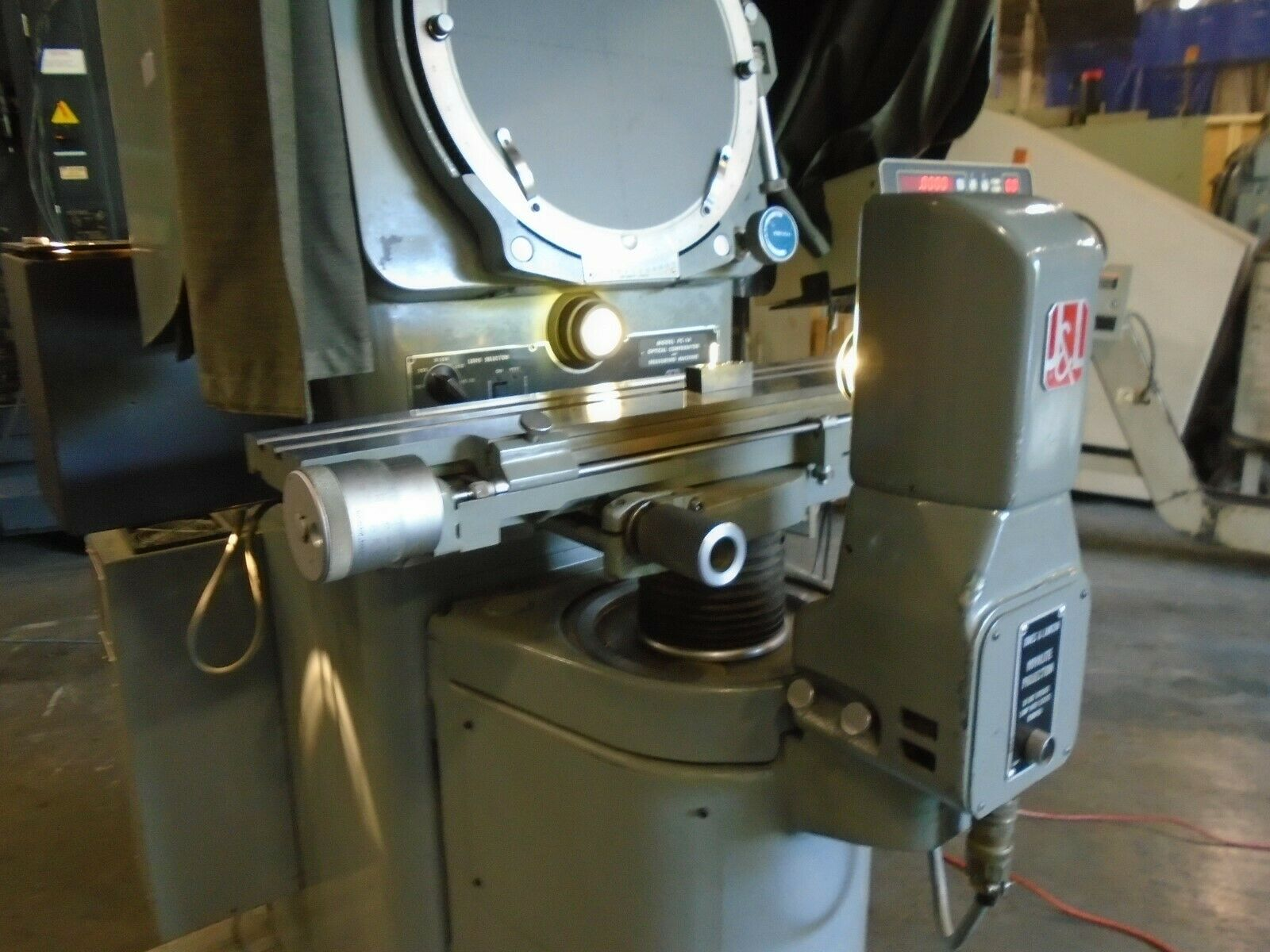Jones & Lamson FC-14 Optical Comparator With DRO/Power Elevation - Image 7 of 11