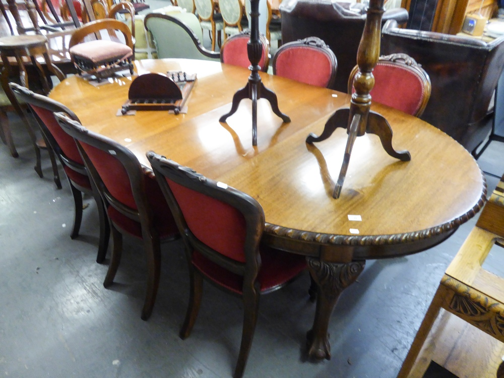 Lot 34 - AN EDWARDIAN MAHOGANY WIND-OUT 'D' END EXTENDING DINING TABLE, WITH TWO ADDITIONAL LEAVES, ALL