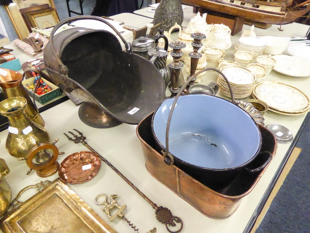 Lot 456 - OLD COPPER COAL SCUTTLE WITH SWING HANDLE; COPPER RECTANGULAR JARDINIERE AND AN ENAMELLED METAL
