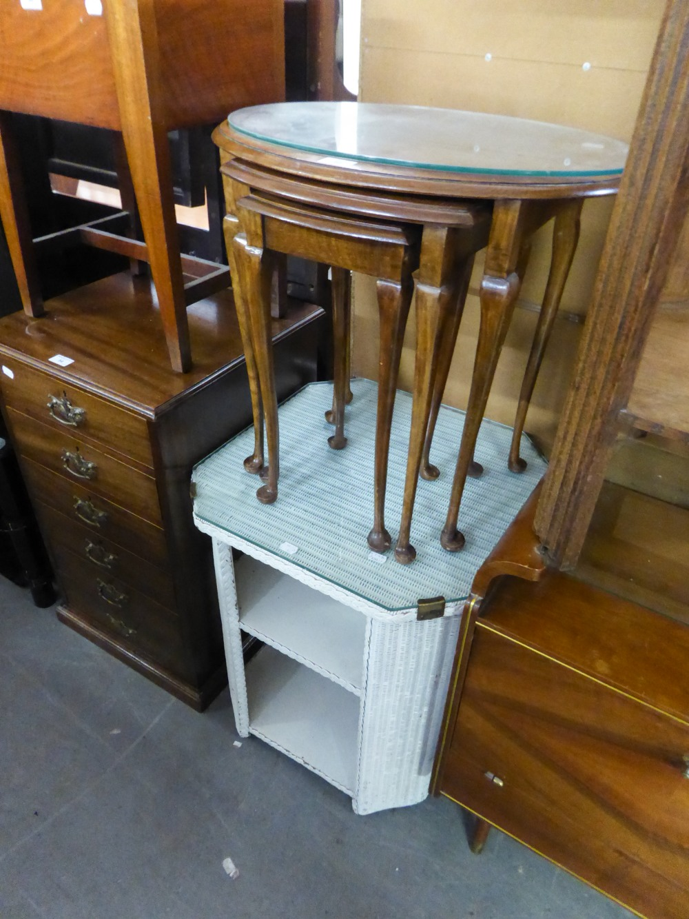 Lot 40 - A NEST OF MATCHING COFFEE TABLES, ON SLENDER CABRIOLE LEGS AND A WHITE LOOM SQUARE THREE TIER