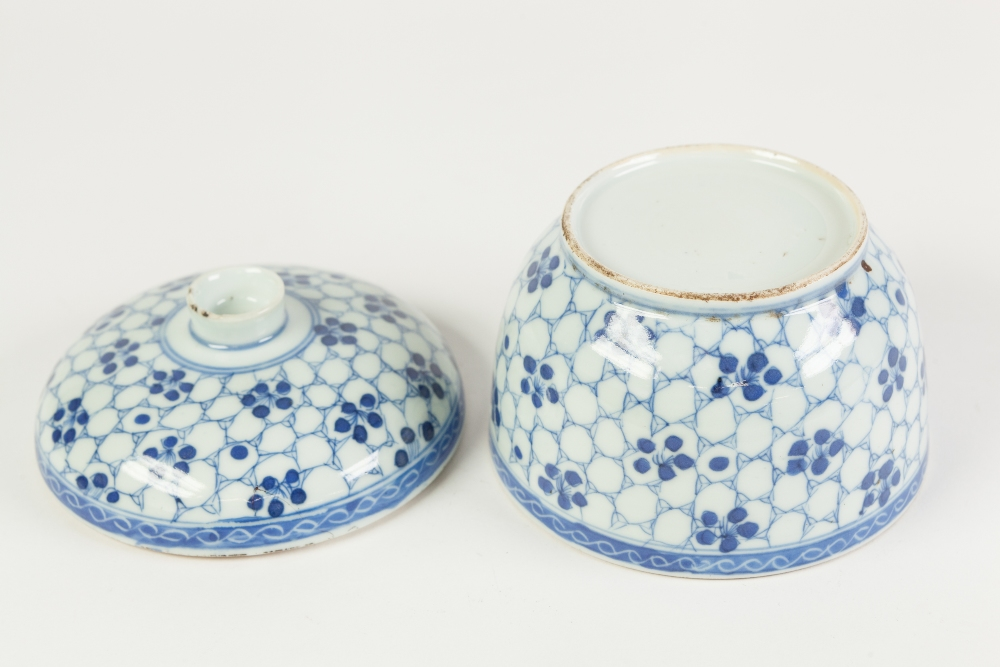 Lot 269 - A CHINESE CHING DYNASTY PORCELAIN PORCELAIN U-SHAPE RICE BOWL, with shallow domed cover, painted