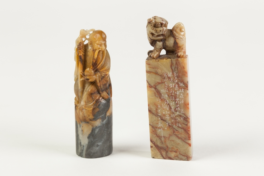 Lot 379 - A CHINESE MOTTLED BROWN HARDSTONE SEAL of rectangular section, surmounted with a Buddhistic lion,