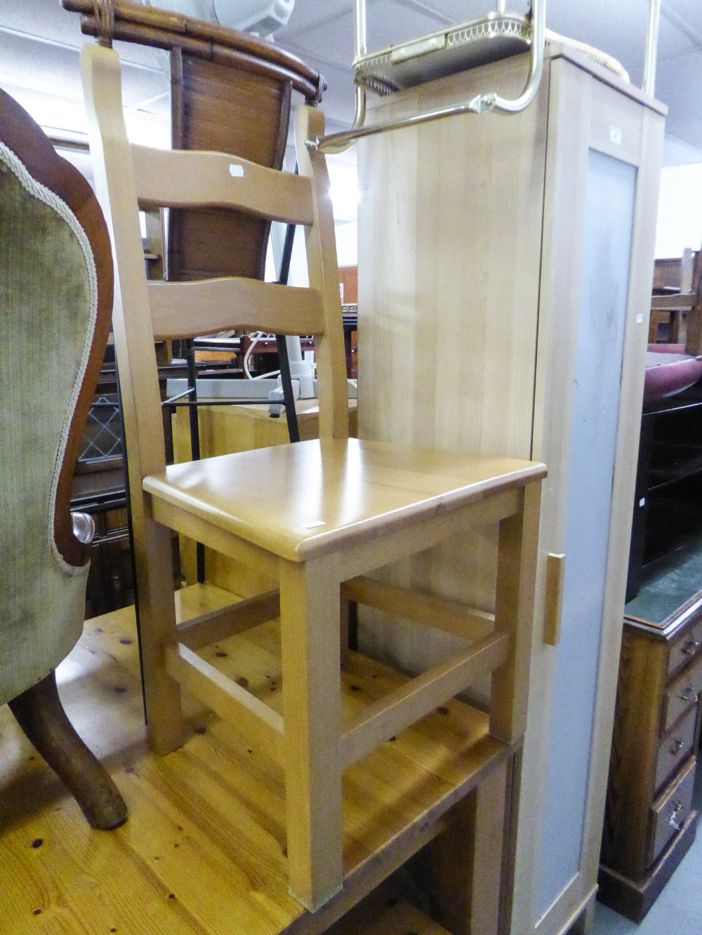 Lot 85 - A LARGE PINE EXTENDING DINING TABLE, WITH TWO BENCH SEATS AND A SIMILAR DINING CHAIR (4)