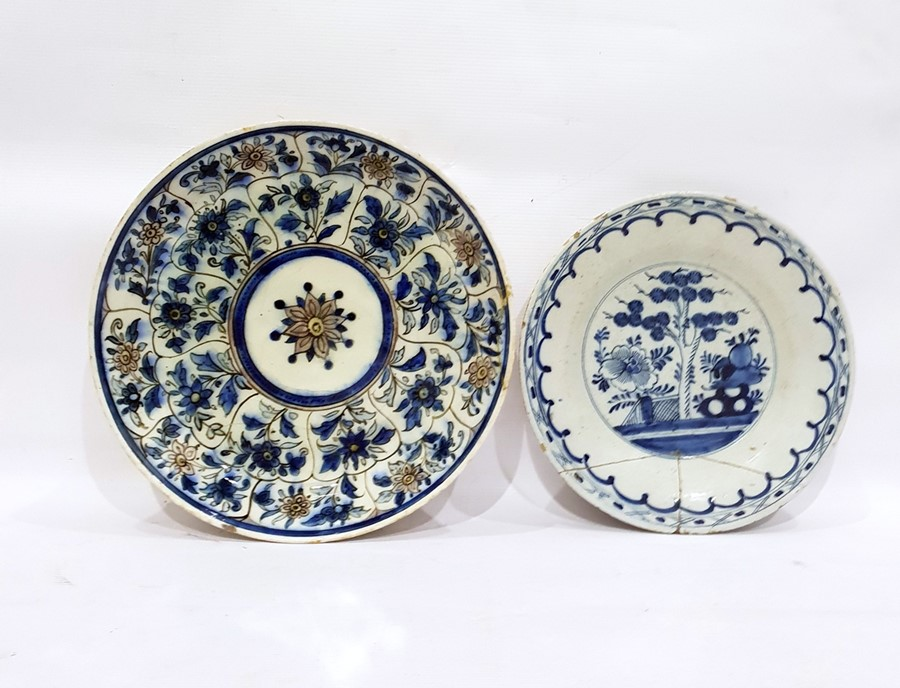 Lot 35 - Early Delft pottery plate with cross and hatch bor