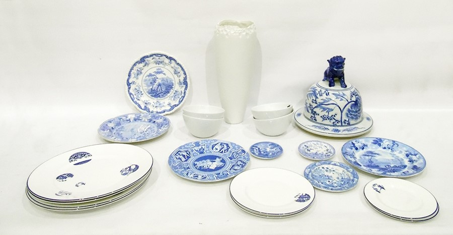 Lot 28 - Small quantity of miscellaneous china wares to include Wedgwood blue and white plate, various