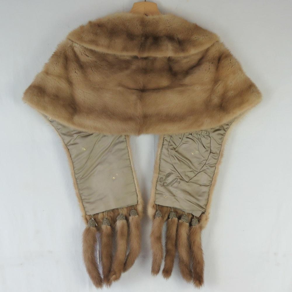 A fine quality vintage mink fur stole ha - Image 3 of 3