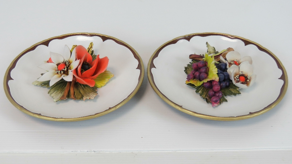 Two Capodimonte decorative floral plates - Image 2 of 4