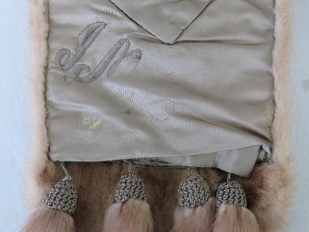 A fine quality vintage mink fur stole ha - Image 2 of 3