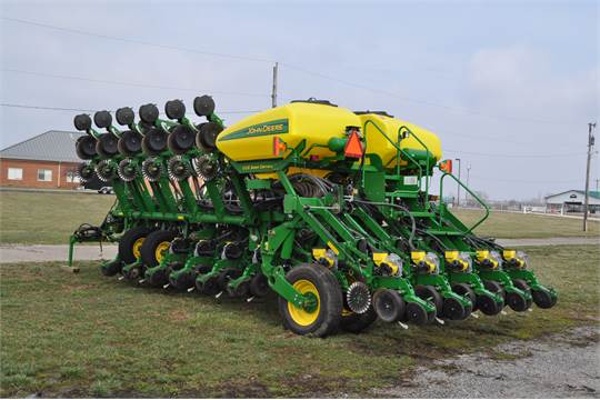2011 John Deere 1790 16 32 Planter Central Fill No Till Hyd Drive