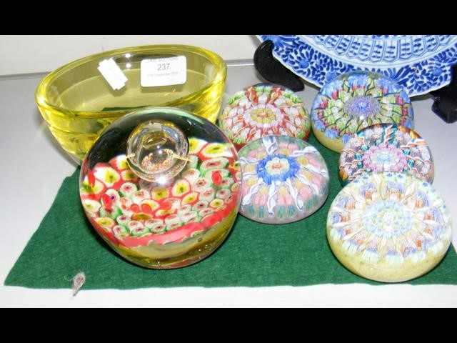 Lot 237 - A selection of collectable millefiori paperweights