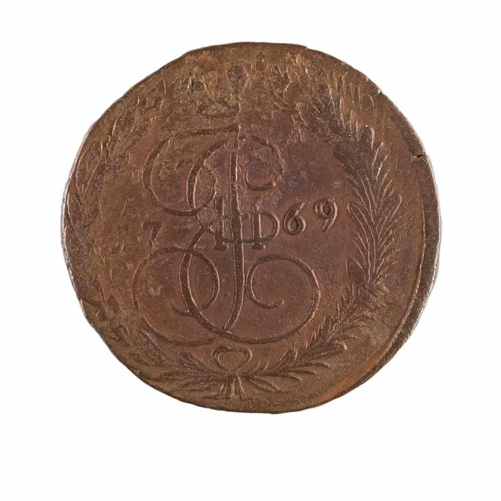 Lot 58 - FÜNF KOPEKEN Russland, 1769 Kupfer. Durchmesser 42 mm. Altersgemäßer Zustand. FIVE KOPECKS