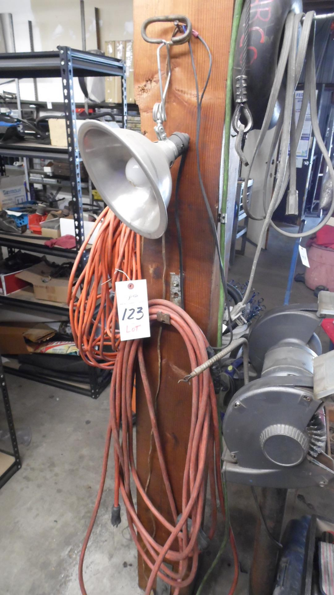 Lot 123 - WIRES / CORDS / CABLE